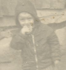 Muhammed Bozdağ, mısır ekmeğiyle beslenen çocuk (1970?)
