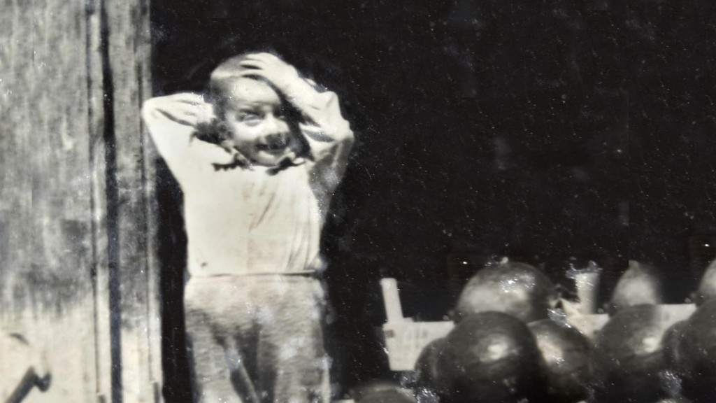 Muhammed Bozdağ köy bakkalının önünde, (1970?)
